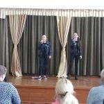 Антонова Саша, Кислякова Полина поют песню на английском языке